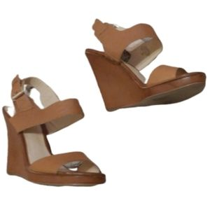 GUESS WEDGE tan sandals